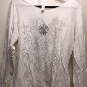 XL Lucy White t-shirt w/ Flower Pattern on Front